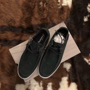 BRAND NEW - Bearpaw Alec Shoes - size 10.5